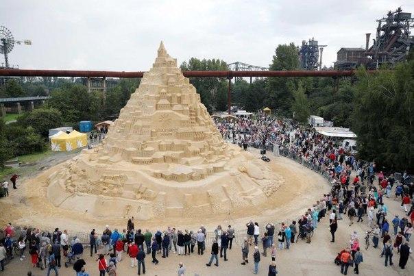 В Германии соорудили самый высокий песочный замок. В Германии соорудили самый 5