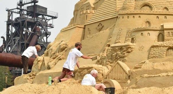 В Германии соорудили самый высокий песочный замок. В Германии соорудили самый 7