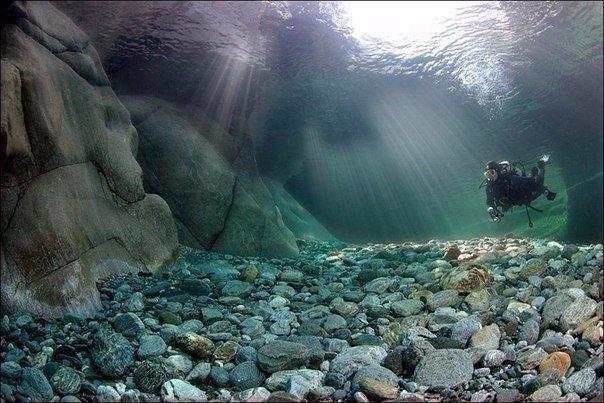 Кристально-чистая горная река Верзаска (Verzasca), Швейцария. Кристально-чистая горная река 1