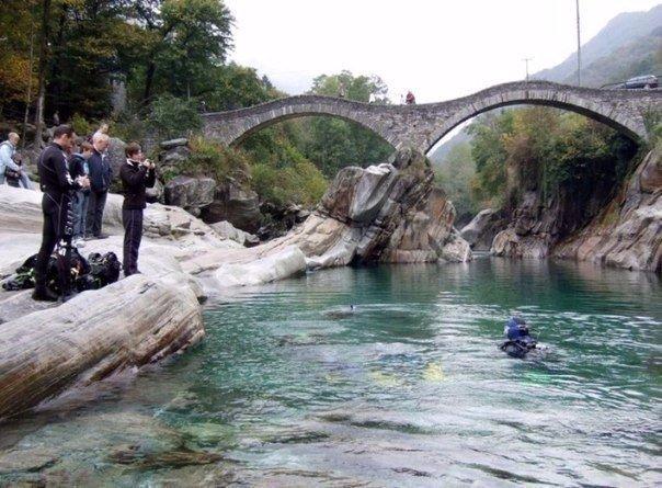 Кристально-чистая горная река Верзаска (Verzasca), Швейцария. Кристально-чистая горная река 8