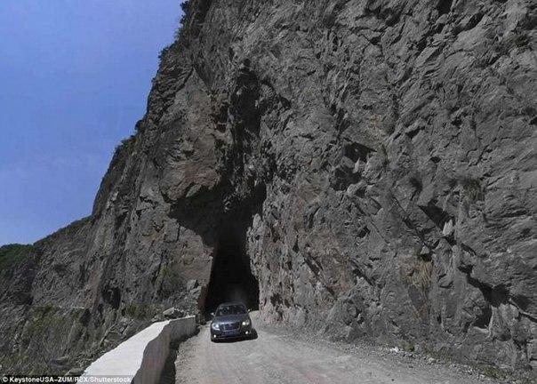 800 китайцев построили дорогу за 50 лет. 800 китайцев построили дорогу 2