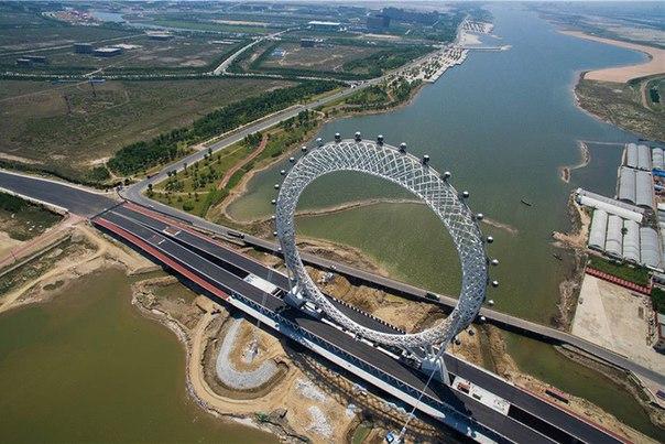 В Китае появилось безосевое колесо обозрения. В Китае появилось безосевое 1