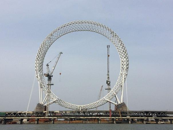 В Китае появилось безосевое колесо обозрения. В Китае появилось безосевое 4