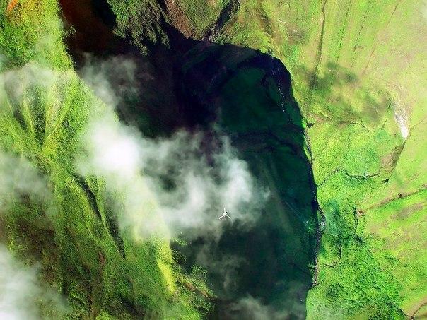 Водопад Хонокохау — доисторические пейзажи эпохи динозавров. Водопад Хонокохау — 3