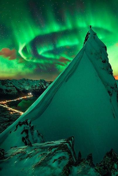 Северное сияние – одно из самых потрясающих природных явлений. Северное сияние – одно из 3