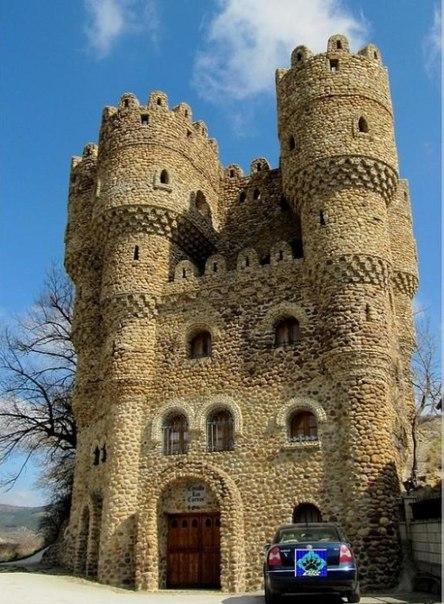 Испанец самостоятельно построил замок за 20 лет. Испанец самостоятельно 1