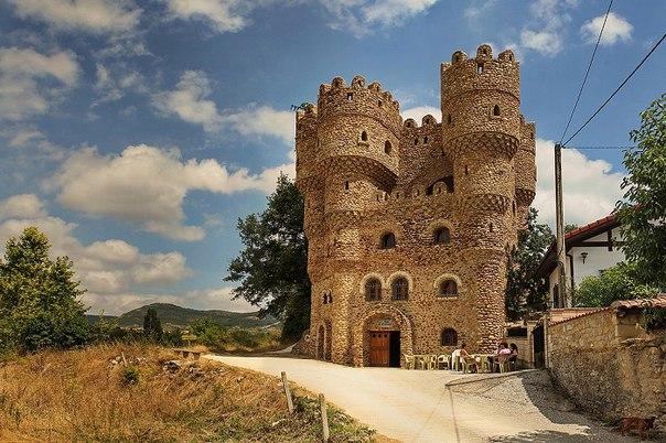 Испанец самостоятельно построил замок за 20 лет. Испанец самостоятельно 2