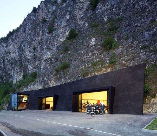 Архитектура и интерьер пожарной части в Италии. Архитектура и интерьер 5