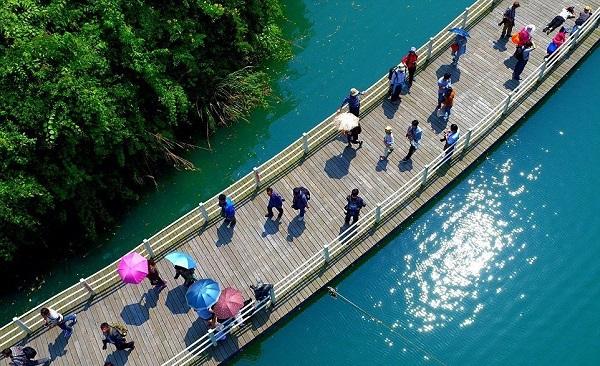 Aллея над водoй в Kитаe. 16502.jpeg