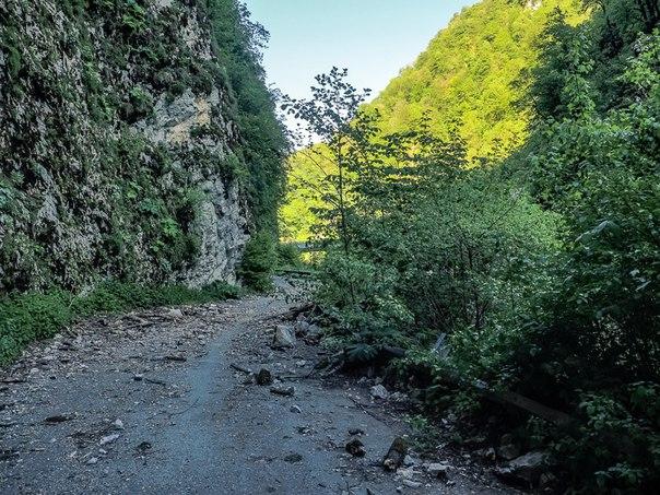 Смертельно опасная и ужасно красивая заброшенная дорога в Сочи. Смертельно опасная и ужасно 2