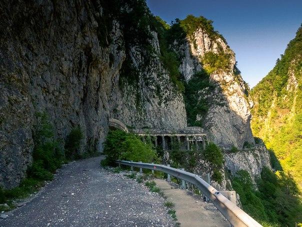 Смертельно опасная и ужасно красивая заброшенная дорога в Сочи. Смертельно опасная и ужасно 4