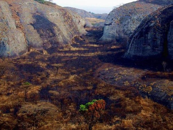 Чёрные камни Пунго-Андонго. Чёрные камни Пунго-Андонго 1