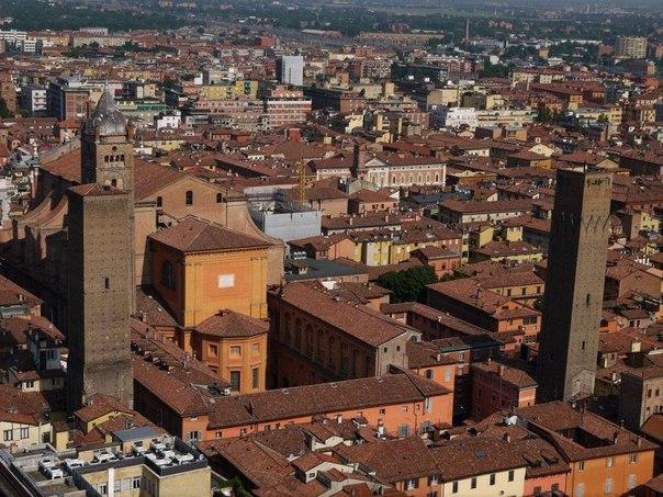 Средневековые башни Болоньи. Средневековые башни Болоньи 2
