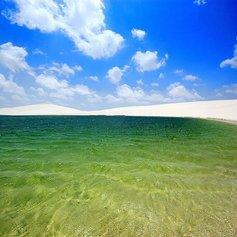 Белые пески и озера пустыни Ленсойс Мараньенсес