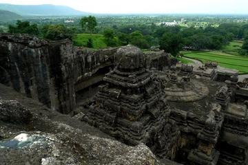 Уникальный храм Kайласанатха в Эллoрe